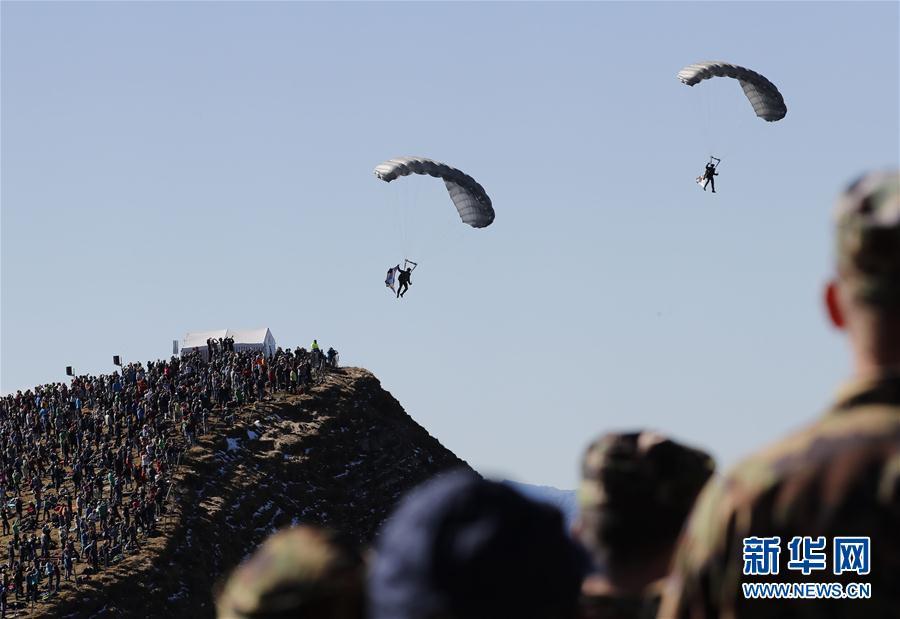 (国际)(6)瑞士空军在阿尔卑斯山区进行训练表演